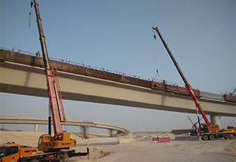 SANY truck cranes and crawler cranes work on Qatar's largest expressway project