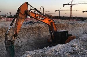 آلات البناء ساني المستخدمة في مشروع خزان الوطنية القطرية