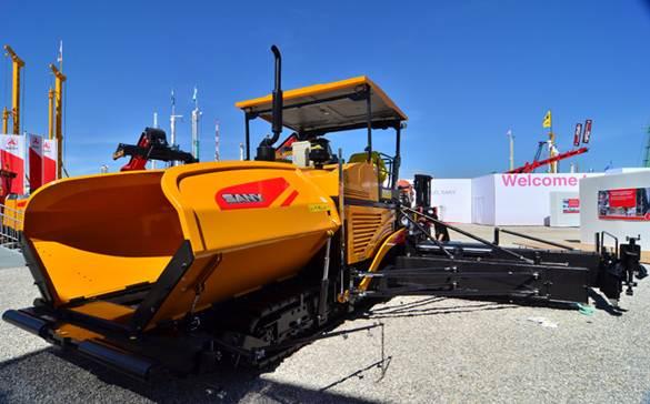Mesin Road Paver SANY Melakukan Pekerjaan Konstruksi Permafrost di Hulunbuir, China.