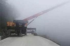 Grue mobile STC250 a sauvé un camion dans un ravin