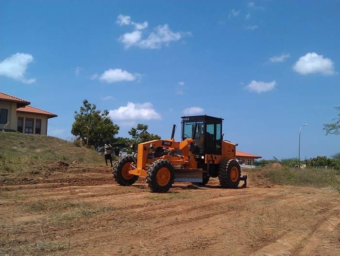 آلات بناء الطرق ساني شاركت في بناء الطرق الريفية في سري لانكا.jpg