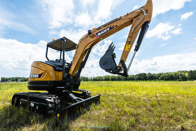 How to operate a mini excavator: training tips for novice operators