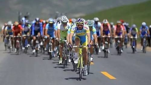 SANY road machinery supports the successful convention of the Tour of Qinghai Lake
