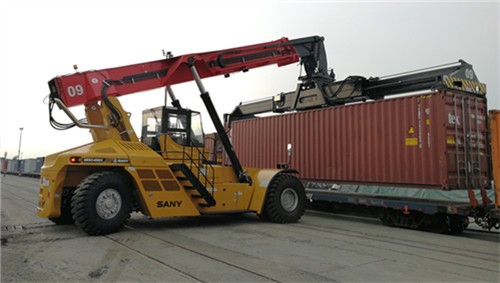 New SANY reach stackers assist Indonesia intermodal transport upgrades