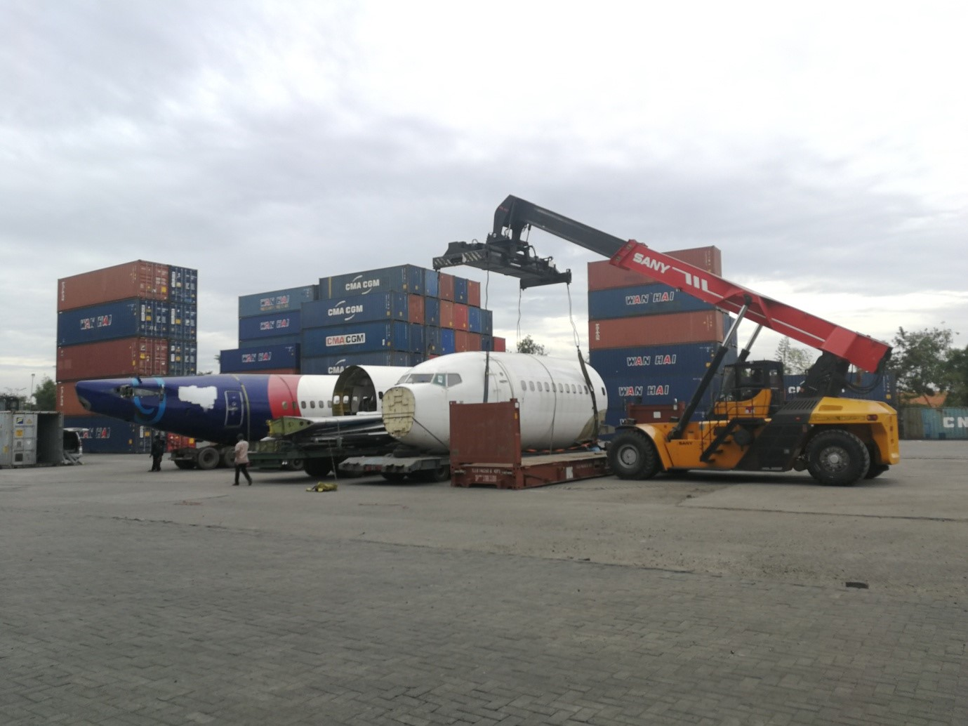 Sany Reach Stacker Handles Boeing 737 in Indonesia Successfully
