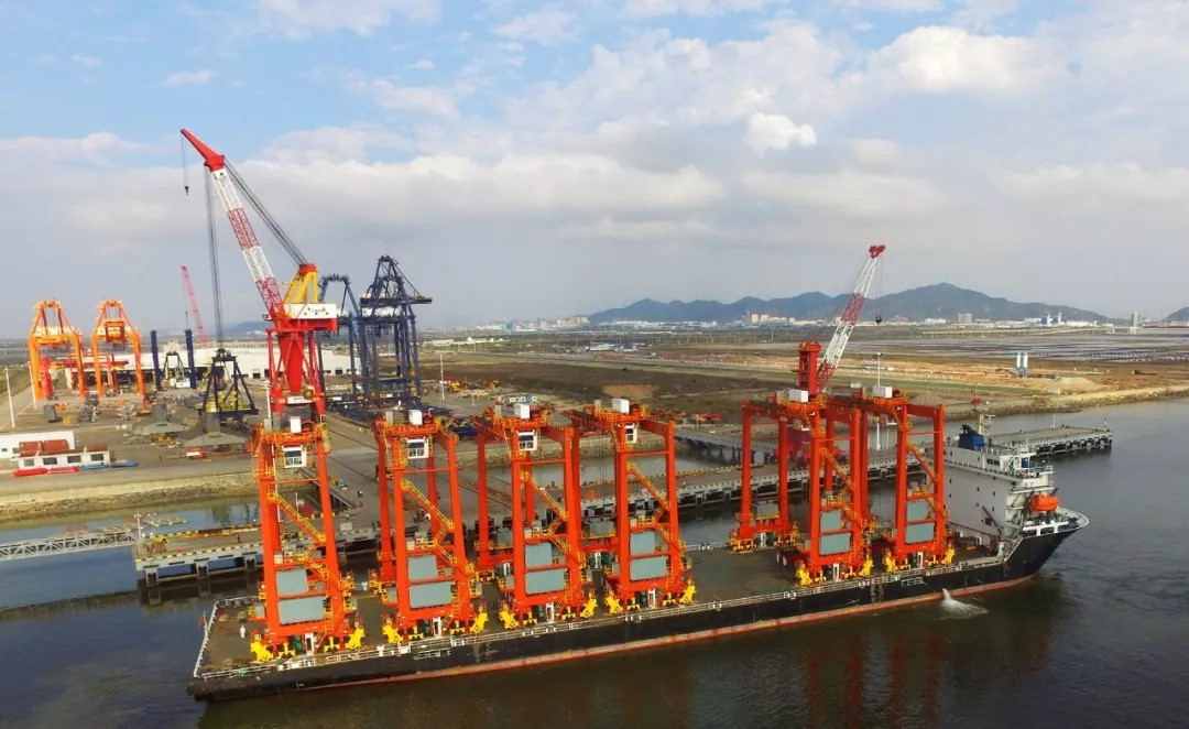 Sany RTG Shipped to HIT on Sany's Day On March 1, 2018, 6 units of rubber tyred gantry crane manufactured by Sany Marine Heavy Industry Co., Ltd left Sany Zhuhai Terminal for Hongkong International Terminal.