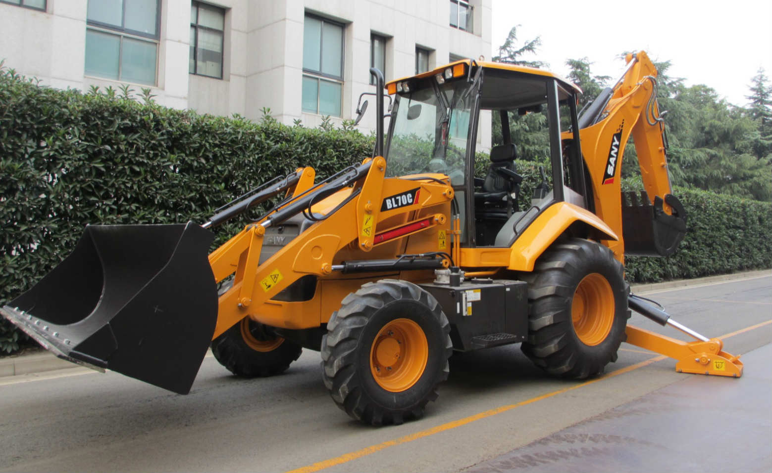 SANY wheeled excavator BL70C lands in the United States