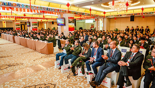 "Grasp China Opportunities to Win the World Market - Global Dealer Summit Reveals International Look of SANY On October 29, SANY Global Dealer Summit themed on ""Breakthrough, Growth and Win-Win"", was held in Changsha. More than 400 representatives of SANY dealers"