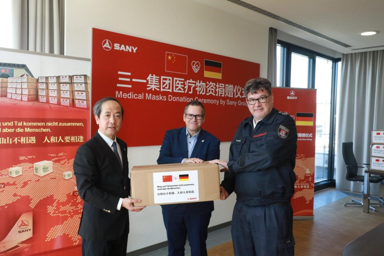 SANY Donates 130,000 Medical Masks to Countries Fighting COVID-19 with First Batch of Supplies Delivered to Germany SANY Group, a global manufacturer of construction and mining equipment, held a donation ceremony of delivering 22,000 masks to hospitals of Essen and Bedburgat at its industrial park in Bedburg Germany yesterday, where SANY Europe is located.
